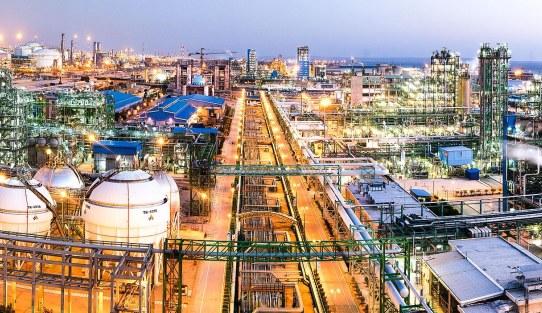 ساخت 7 طرح تولید پلیاتیلن در صنعت پتروشیمی ایران متوقف شد